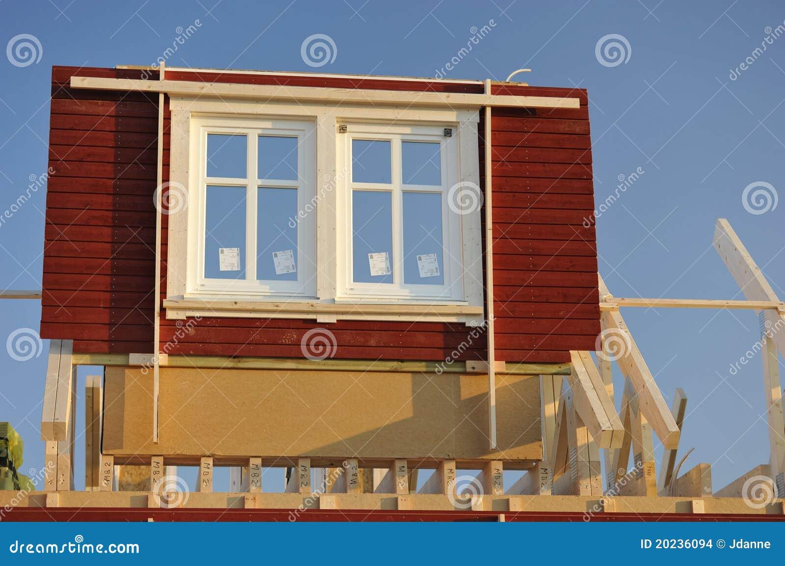 Geprefabriceerd huis in aanbouw