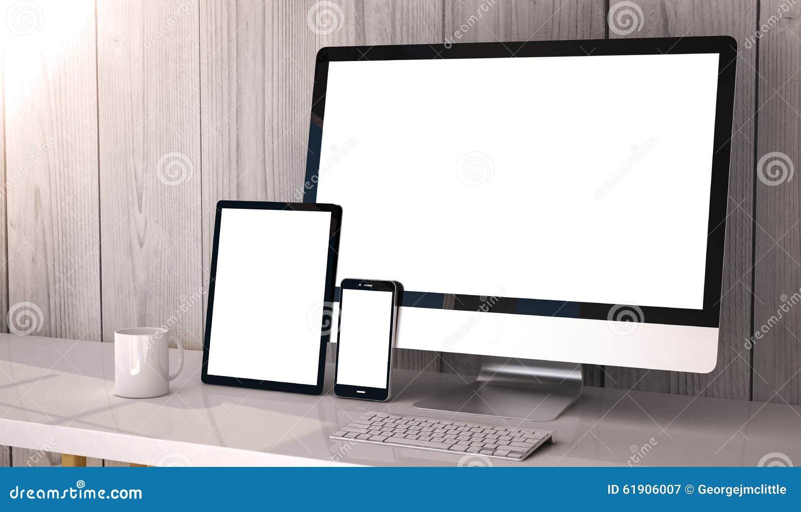 Geräte entgegenkommend auf Arbeitsplatz