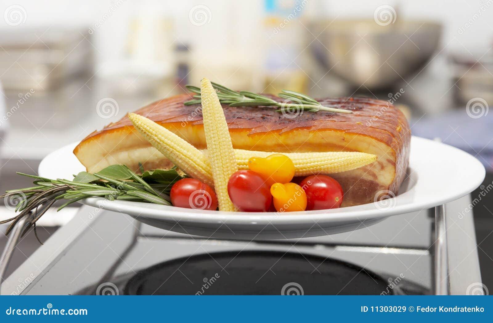 Geräuchertes Schweinefett und Frischgemüse