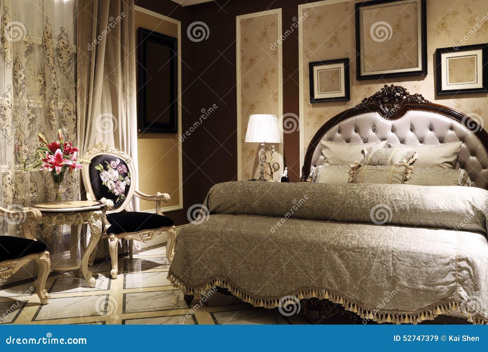 Geräumiges Schlafzimmer stockbild. Bild von französisch - 52747379