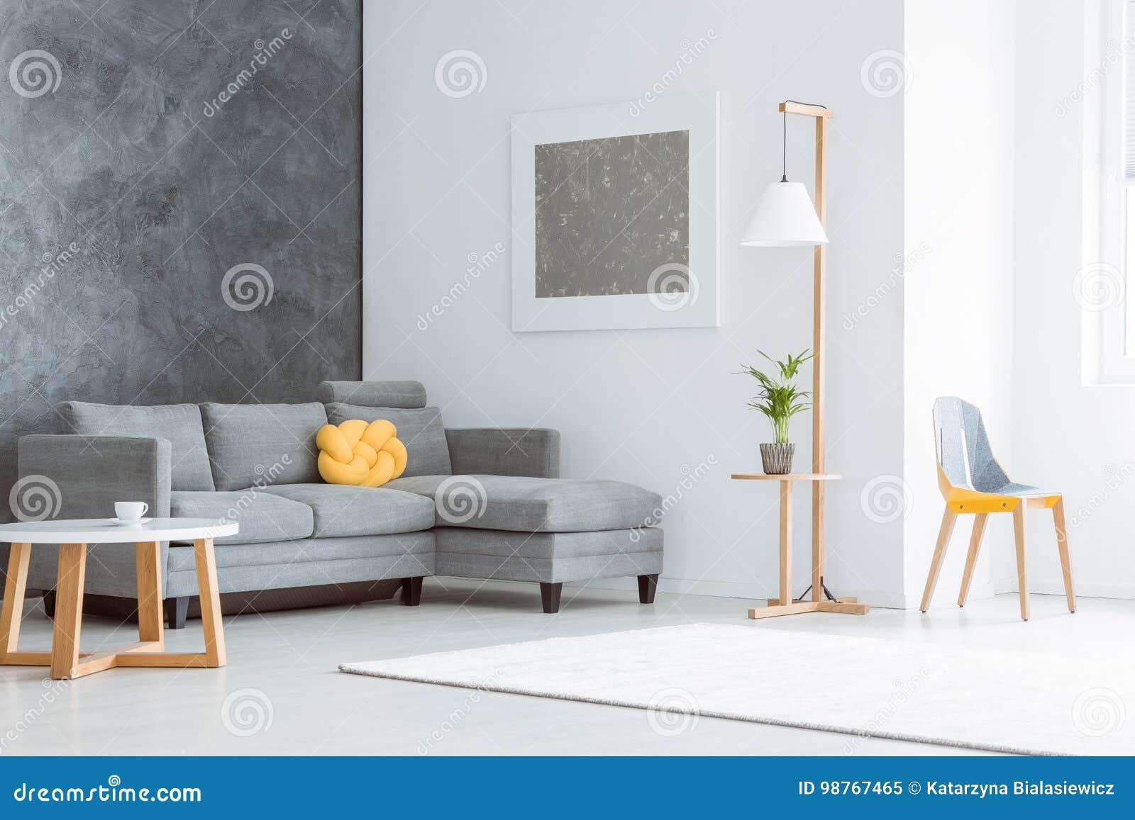 Geräumiges Wohnzimmer Mit Malerei