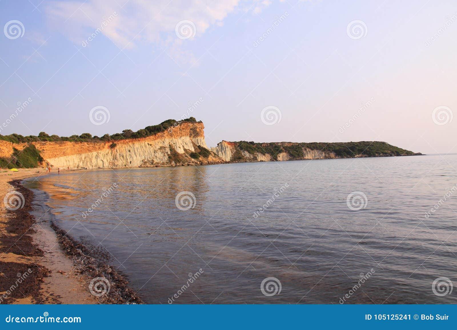 Gerakas falezy na wyspie Zakynthos i plaża