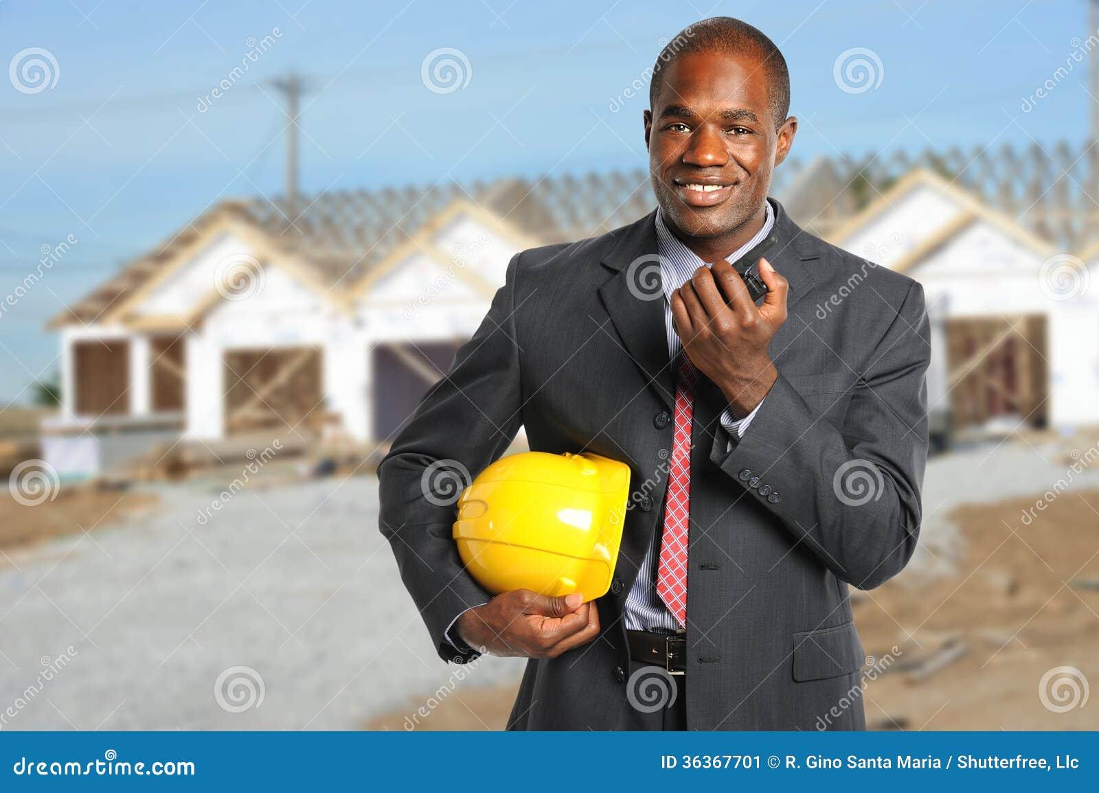 Gerente da construção no canteiro de obras
