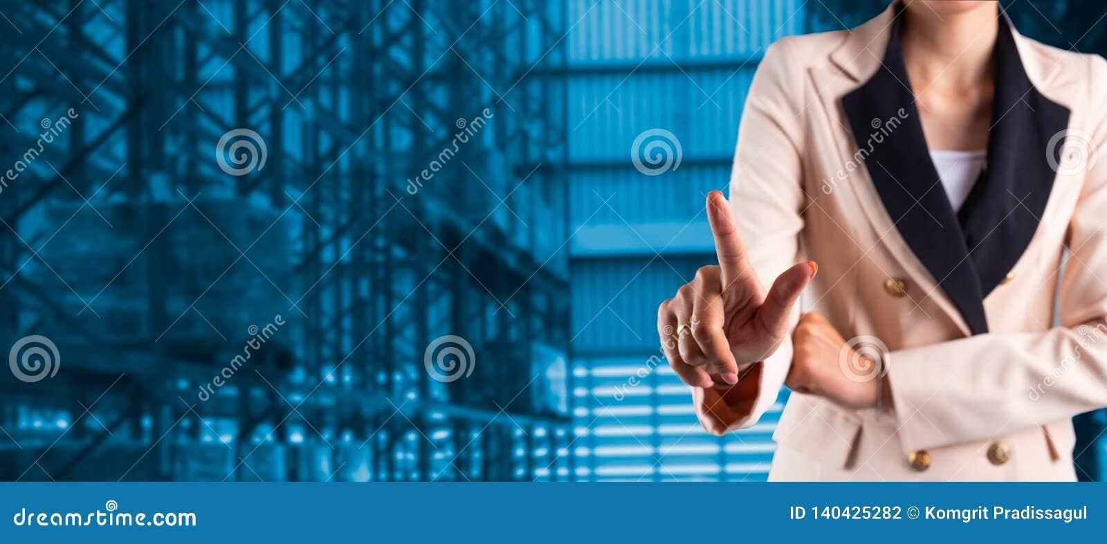 Gerente do homem de neg?cios ou CEO seus dedos das log?sticas