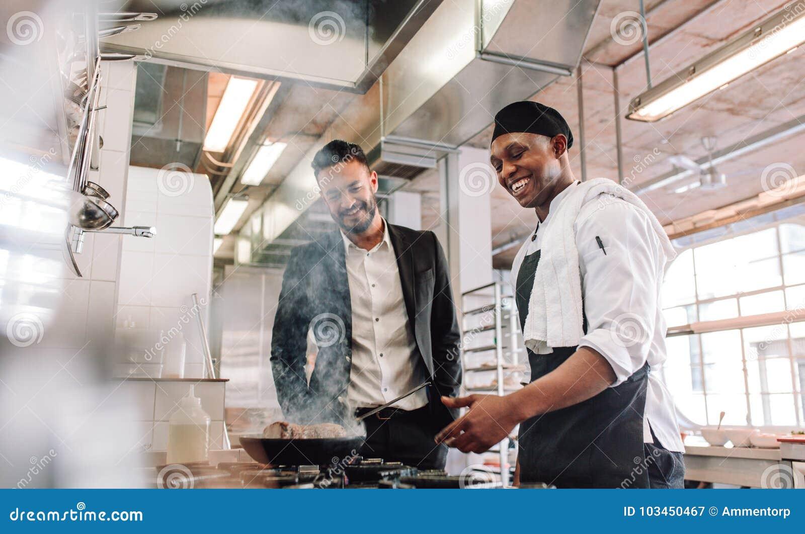 Gerente Do Restaurante Stock Photos - 3,211 Images
