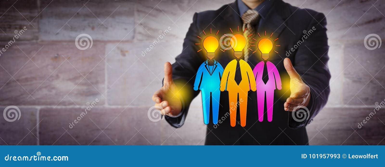 Gerente Forming Winning Work Team Of Three