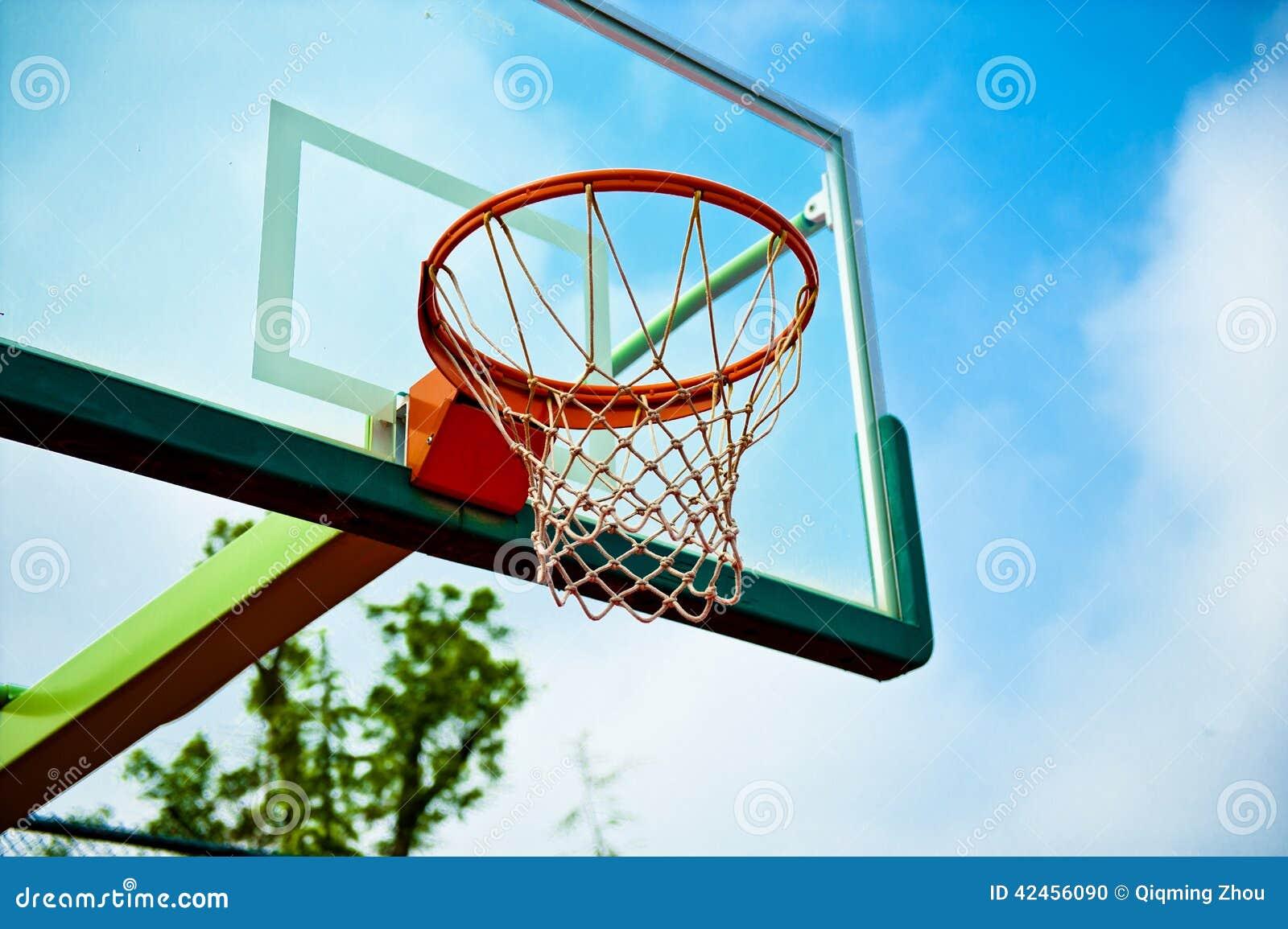 Gericht des Basketballs im Freien