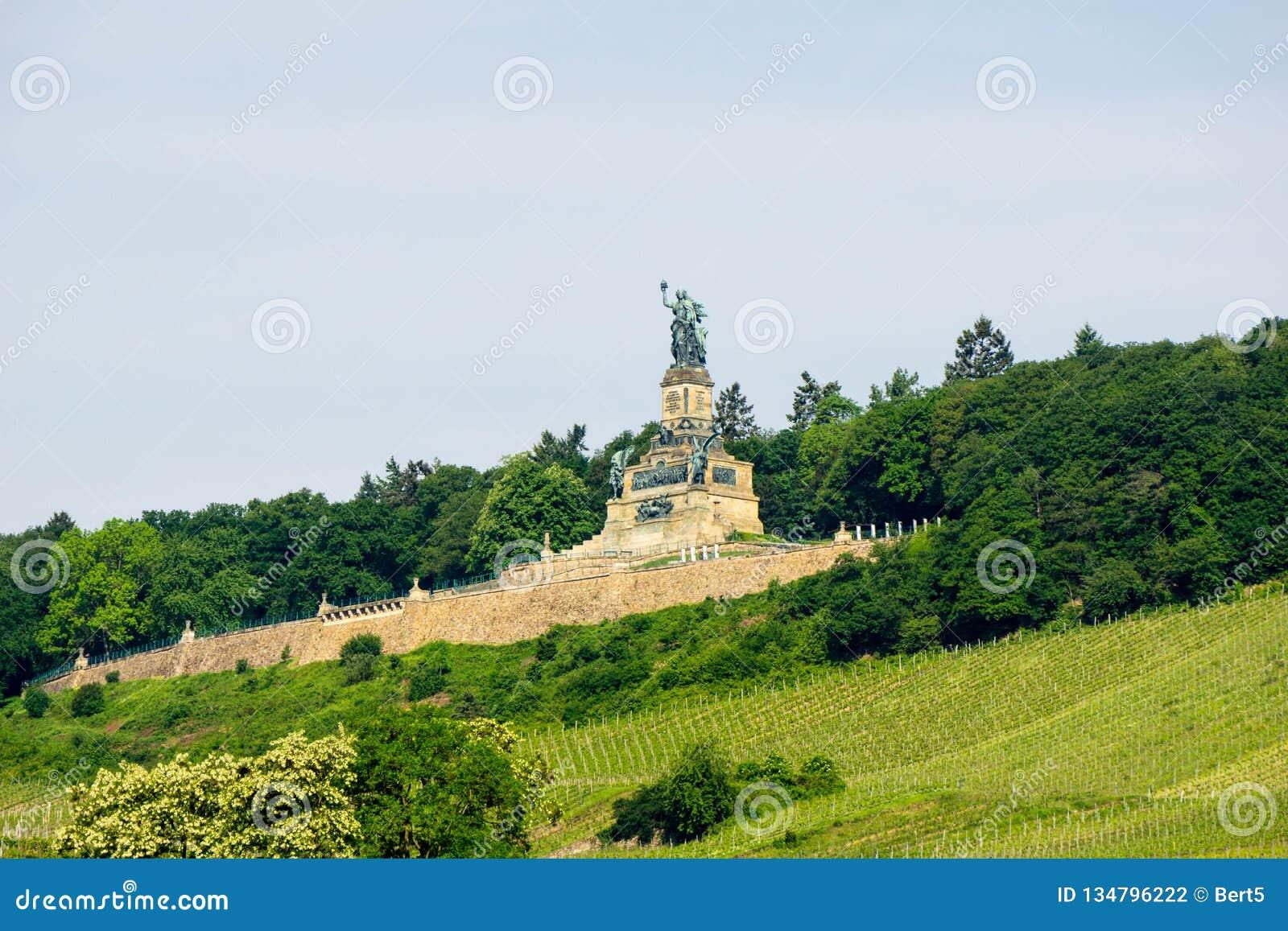 Germania Niederwald zabytek na rzecznym Rhine blisko Ruedesheim w Niemcy