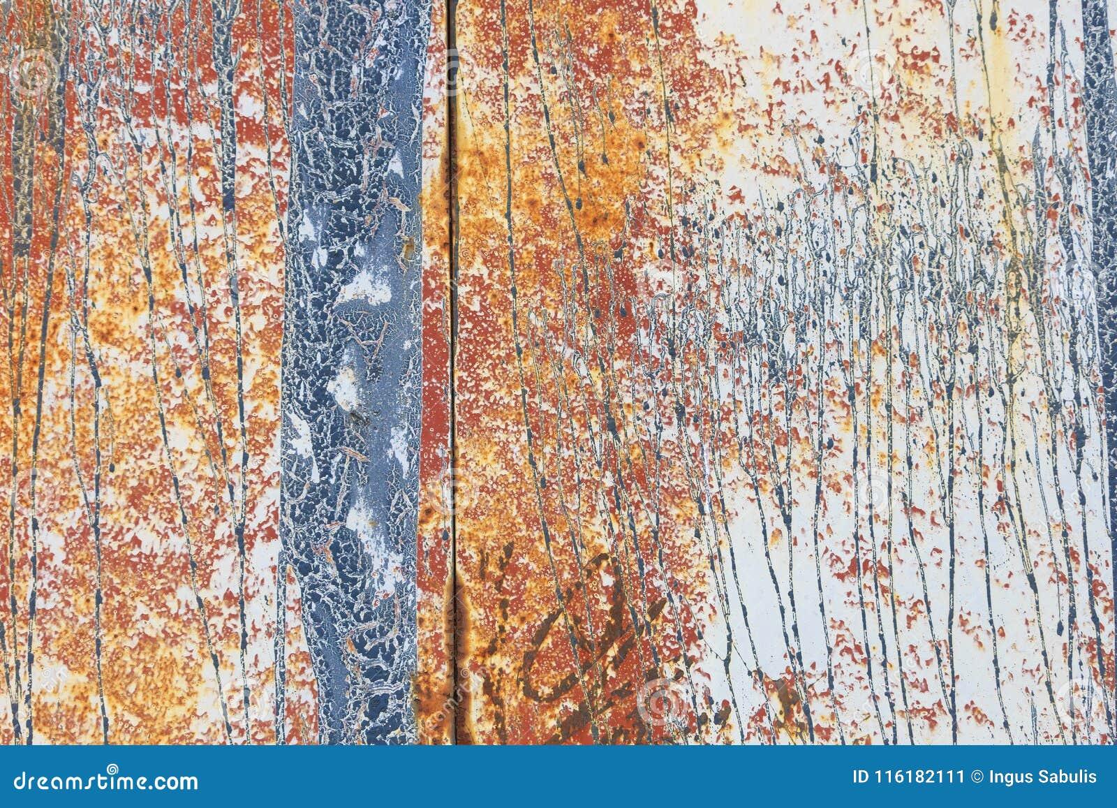 Geroeste beige geschilderde metaalmuur
