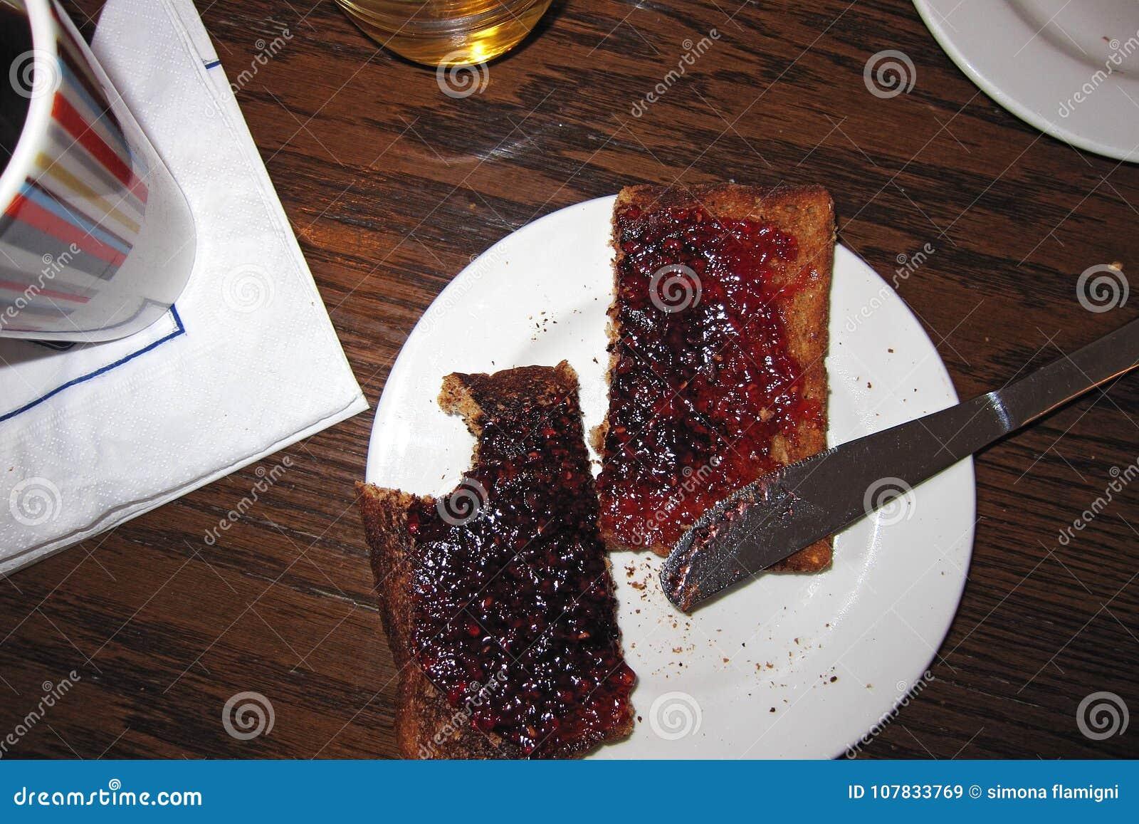 Geroosterde brood en jam