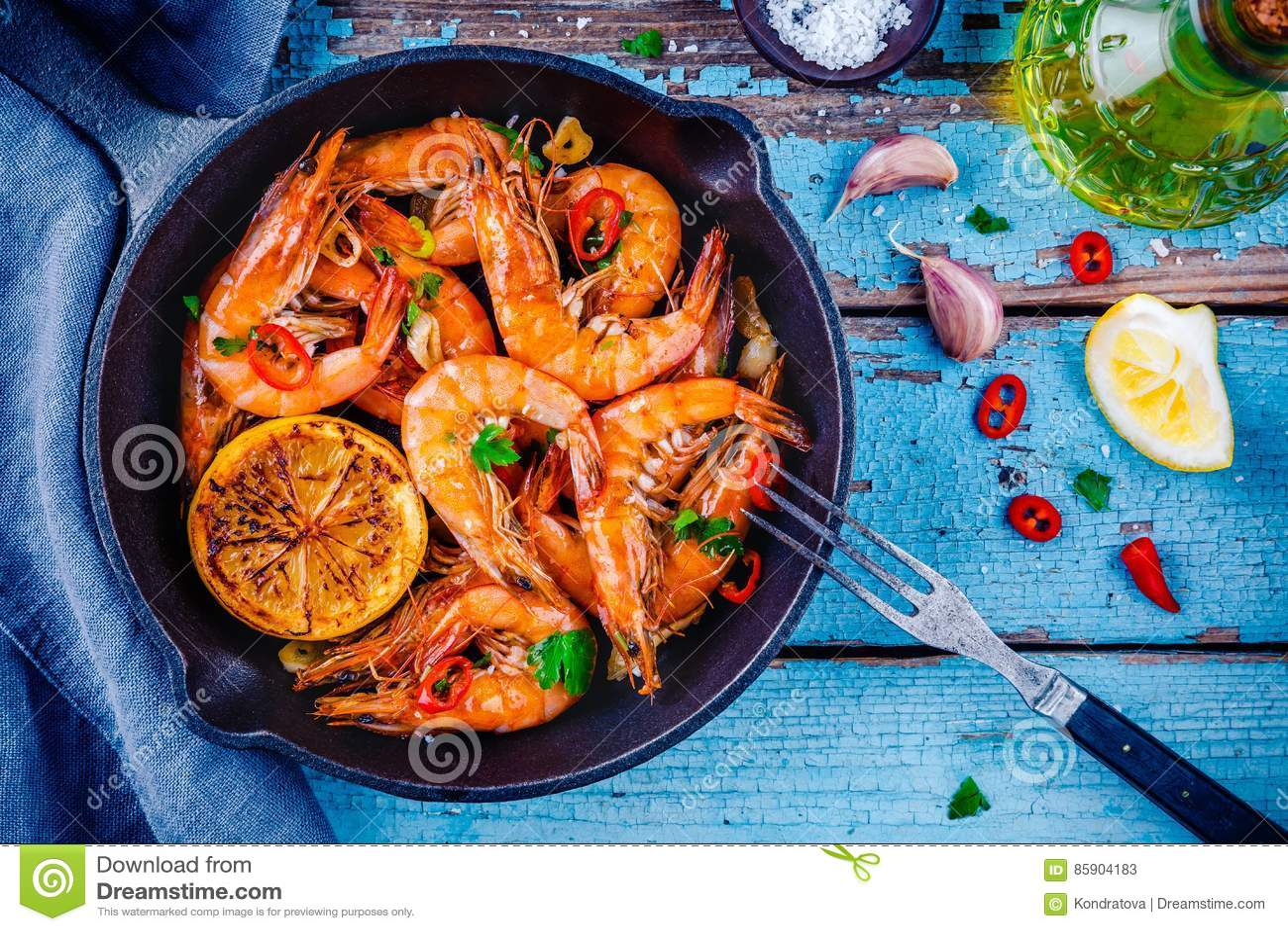 Geroosterde garnalen met peterselie, Spaanse peperpeper, knoflook en citroen