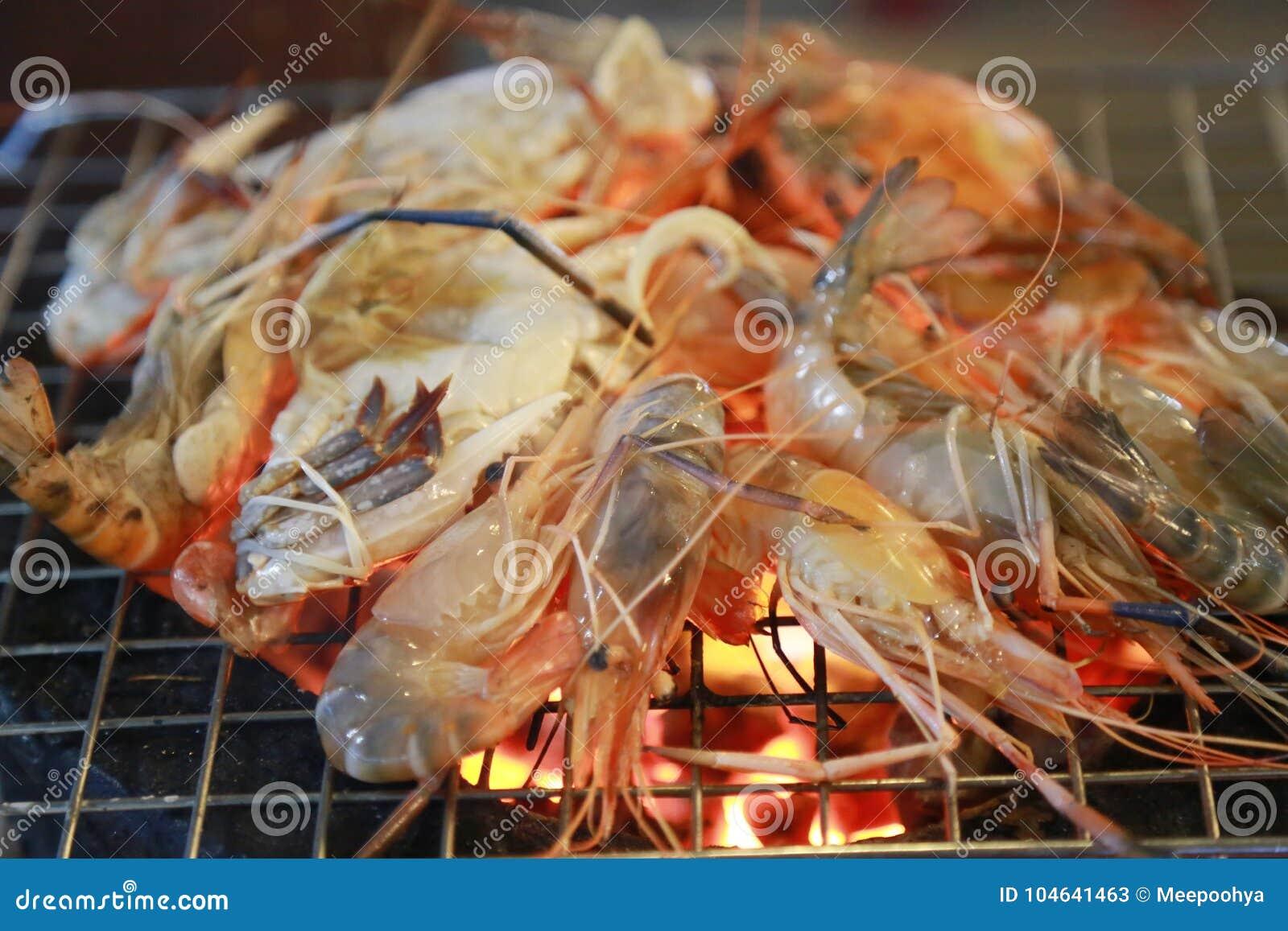 Download Geroosterde Garnalen Op Het Net Stock Afbeelding - Afbeelding bestaande uit cooking, up: 104641463