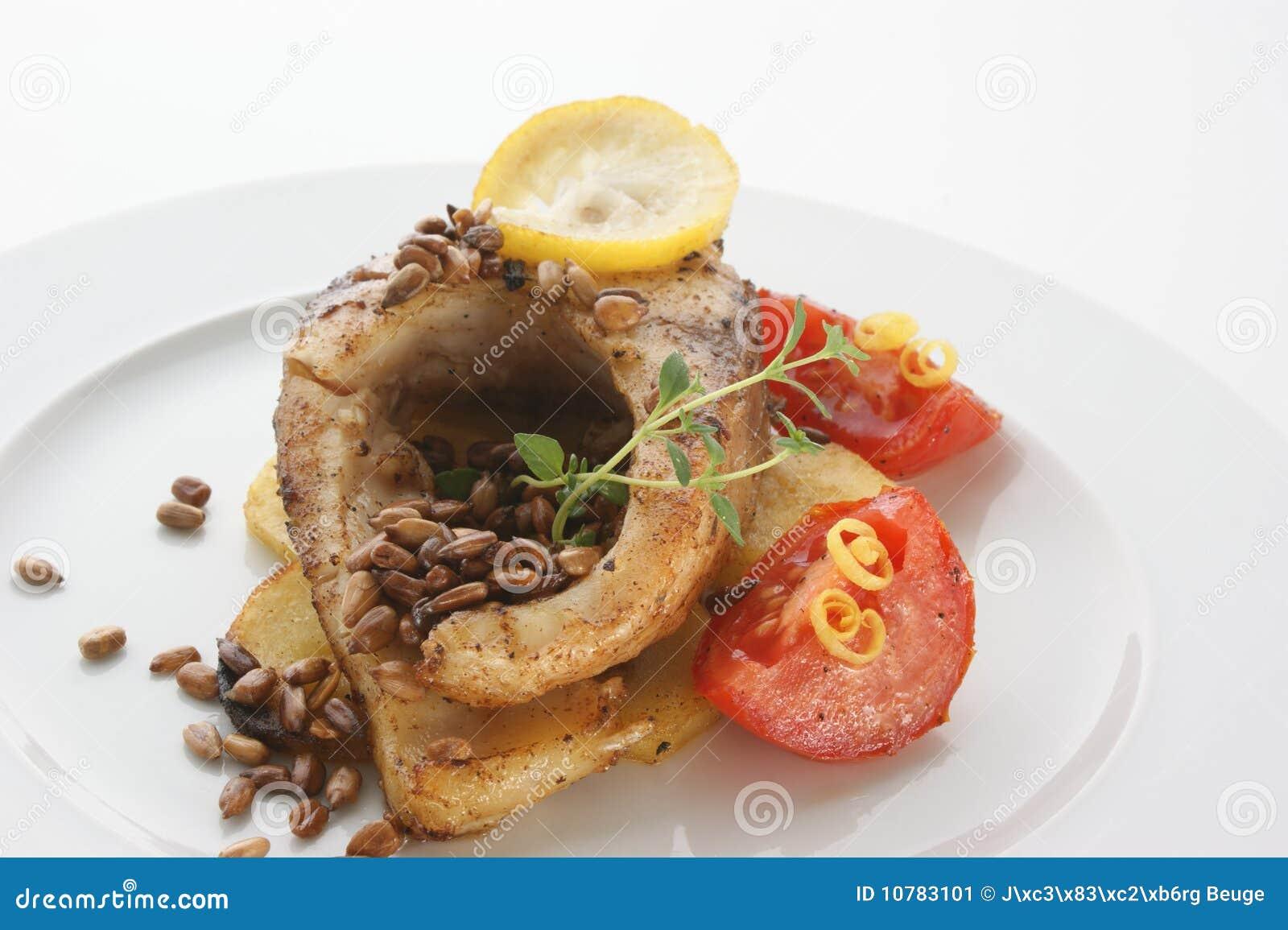 Geroosterde karperfilet op organische aardappel