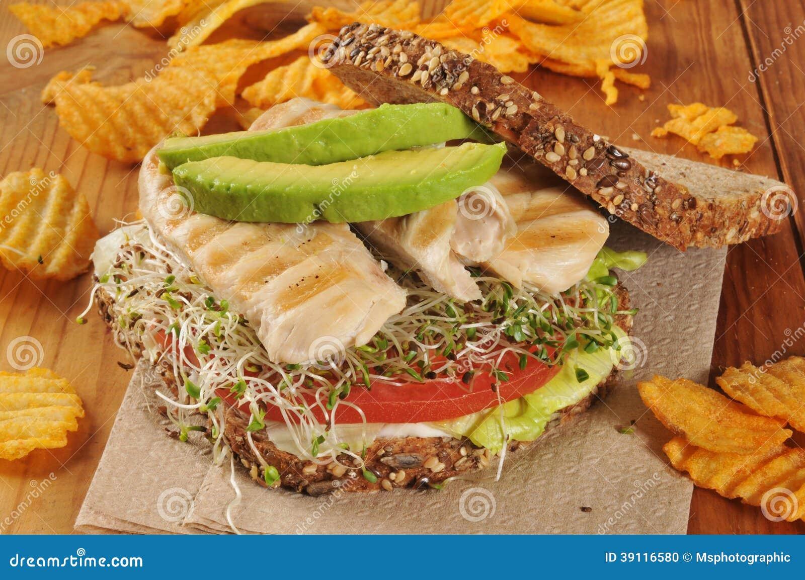Geroosterde kip en spruitensandwich