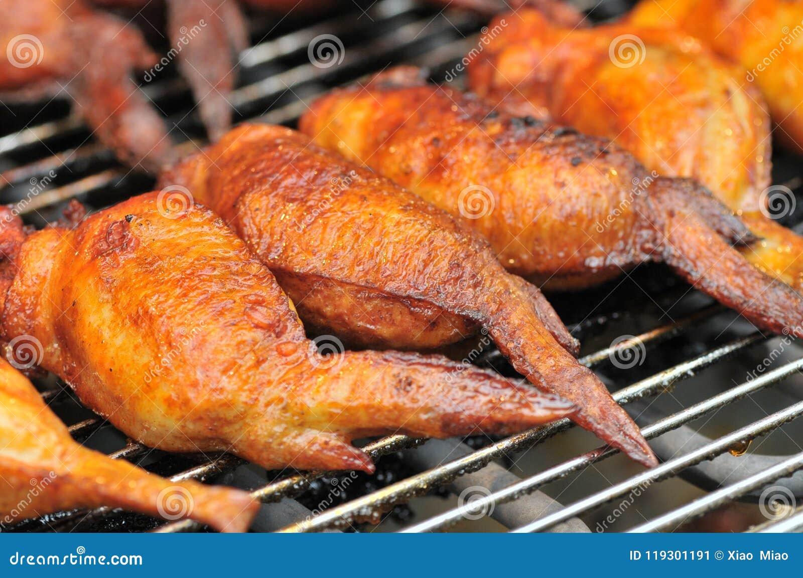 Geroosterde kippenvleugels op festival gastronomisch festival