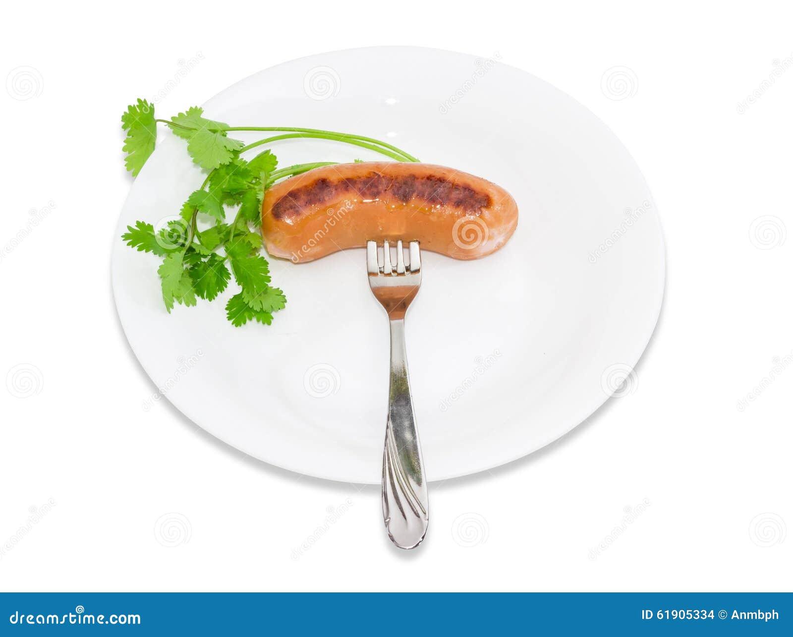 Geroosterde worst op een vork en een tak van koriander