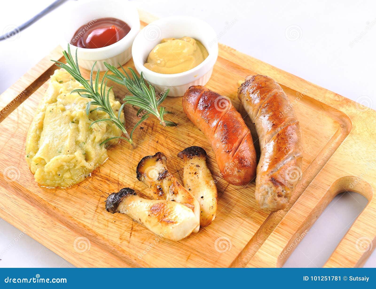 Geroosterde worsten met saus