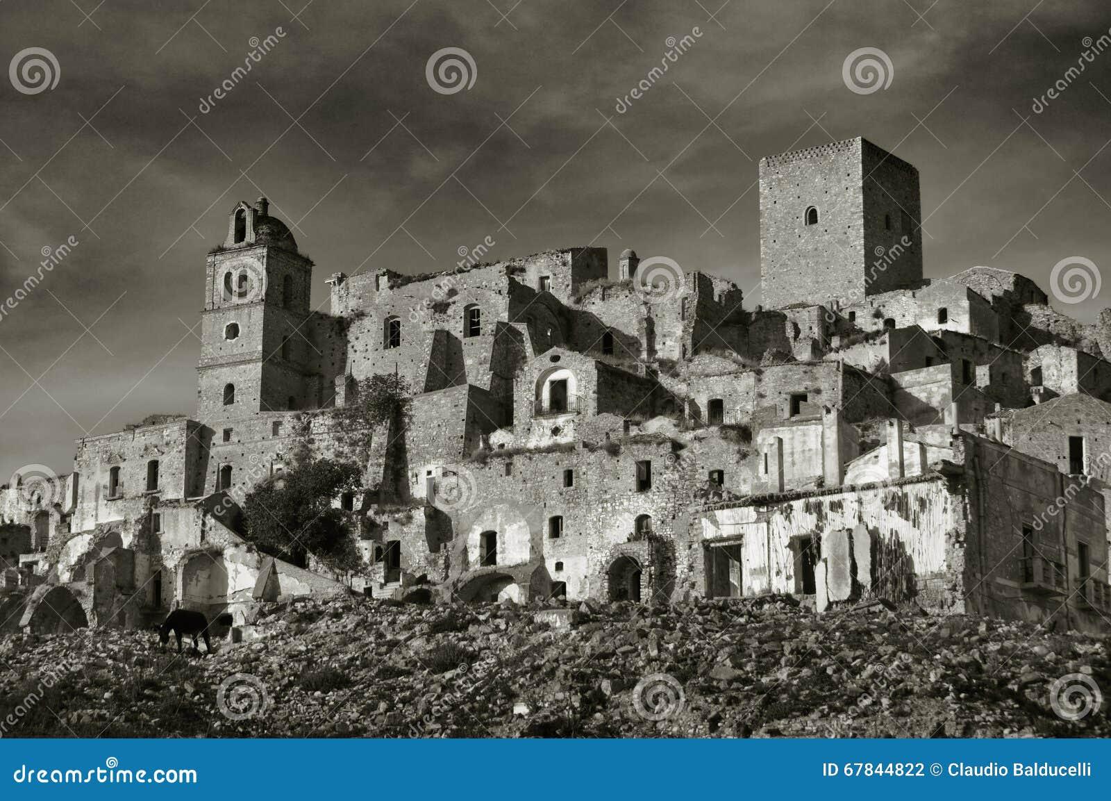 Geruïneerd dorp van Craco