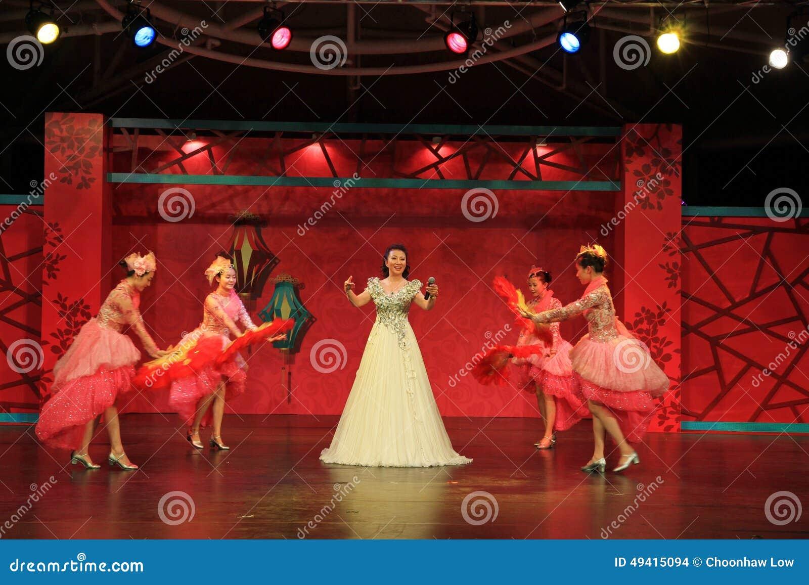 Download Gesang und Tanzen, redaktionelles stockbild. Bild von dynamisch - 49415094