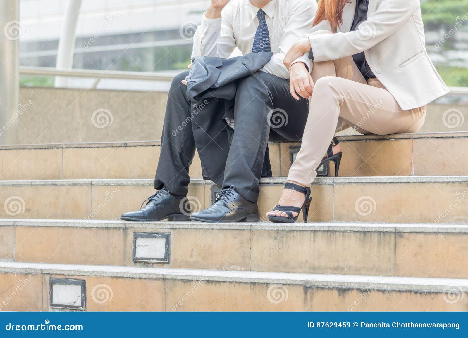 Geschäft-Team, das Stadthintergrund am im Freien, ErfolgsTeilhaber arbeiten bei der Sitzung arbeitet