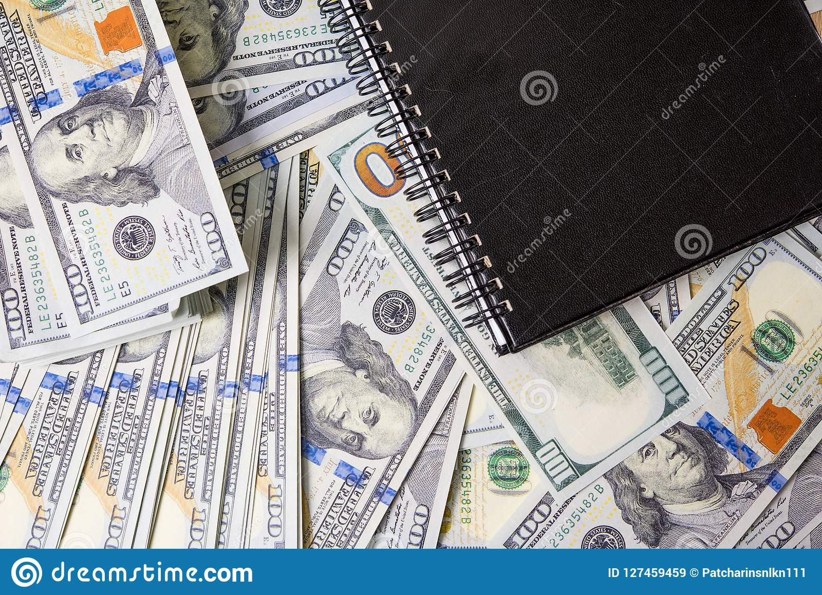 Geschäfts-Diagramme auf Finanzberichten, Dollar und Geschäfts-Durchmesser