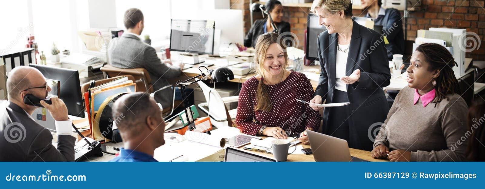 Geschäfts-Team Discussion Team Customer Service-Konzept