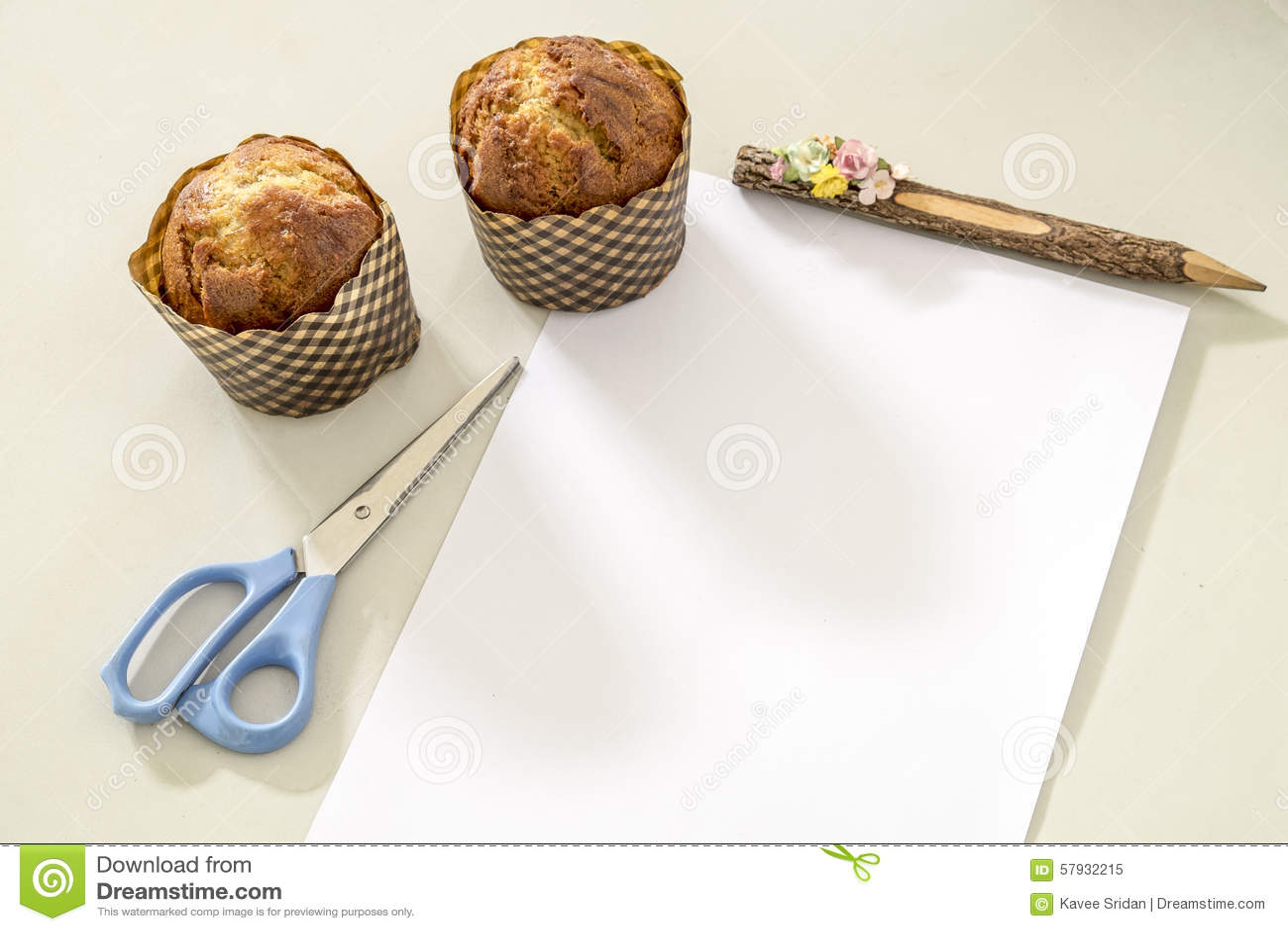 Geschaftsfruhstuckscafe Muffinbananen Schalenkuchen Im Buro