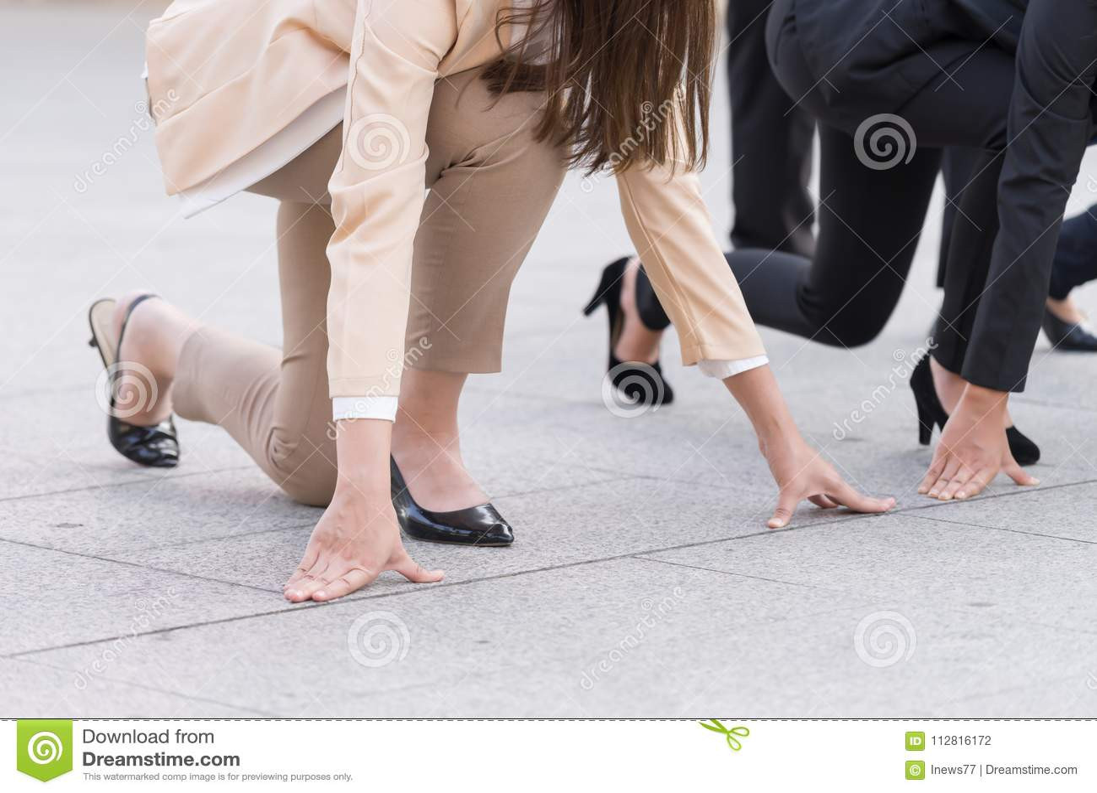 Geschäftsfrau bereit zu laufen, Geschäftschancekonzept