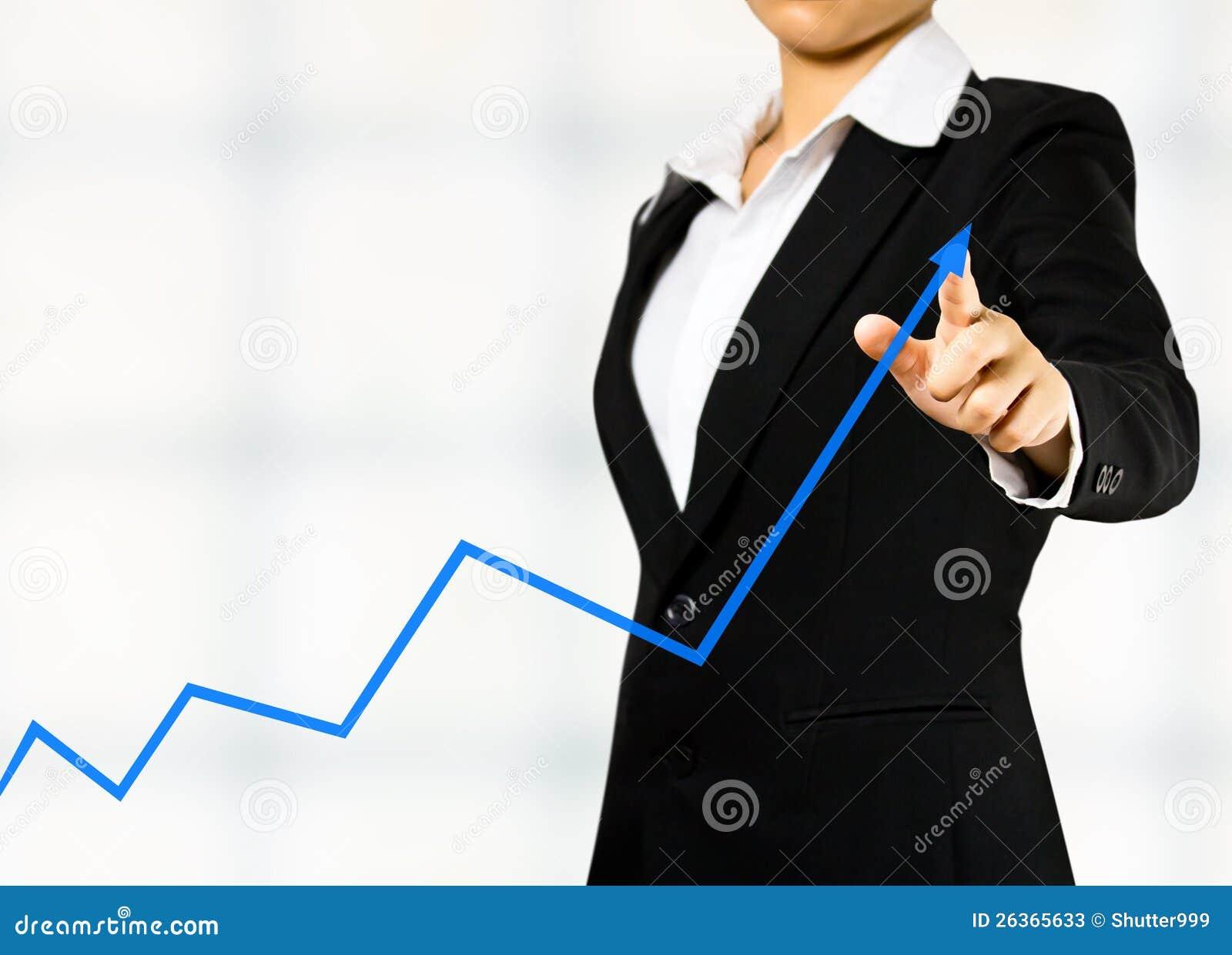 Geschäftsfrau, die ein Diagramm zeichnet