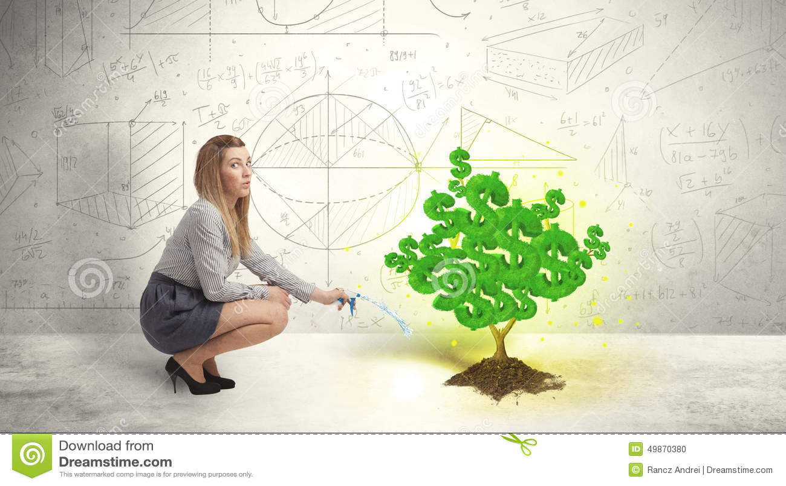Geschäftsfrau, die einen wachsenden grünen Dollarzeichenbaum wässert
