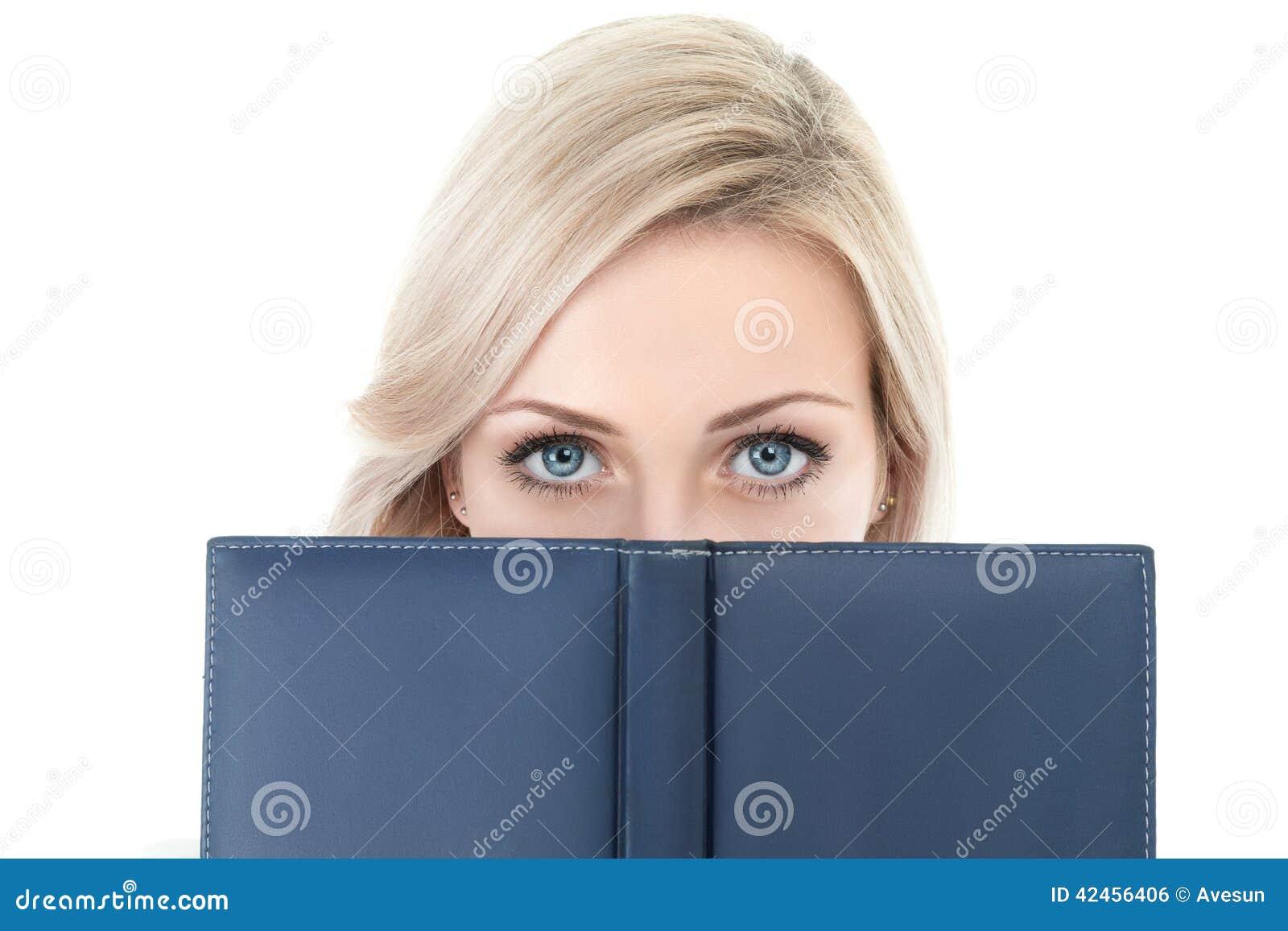 Geschäftsfrau mit Buch