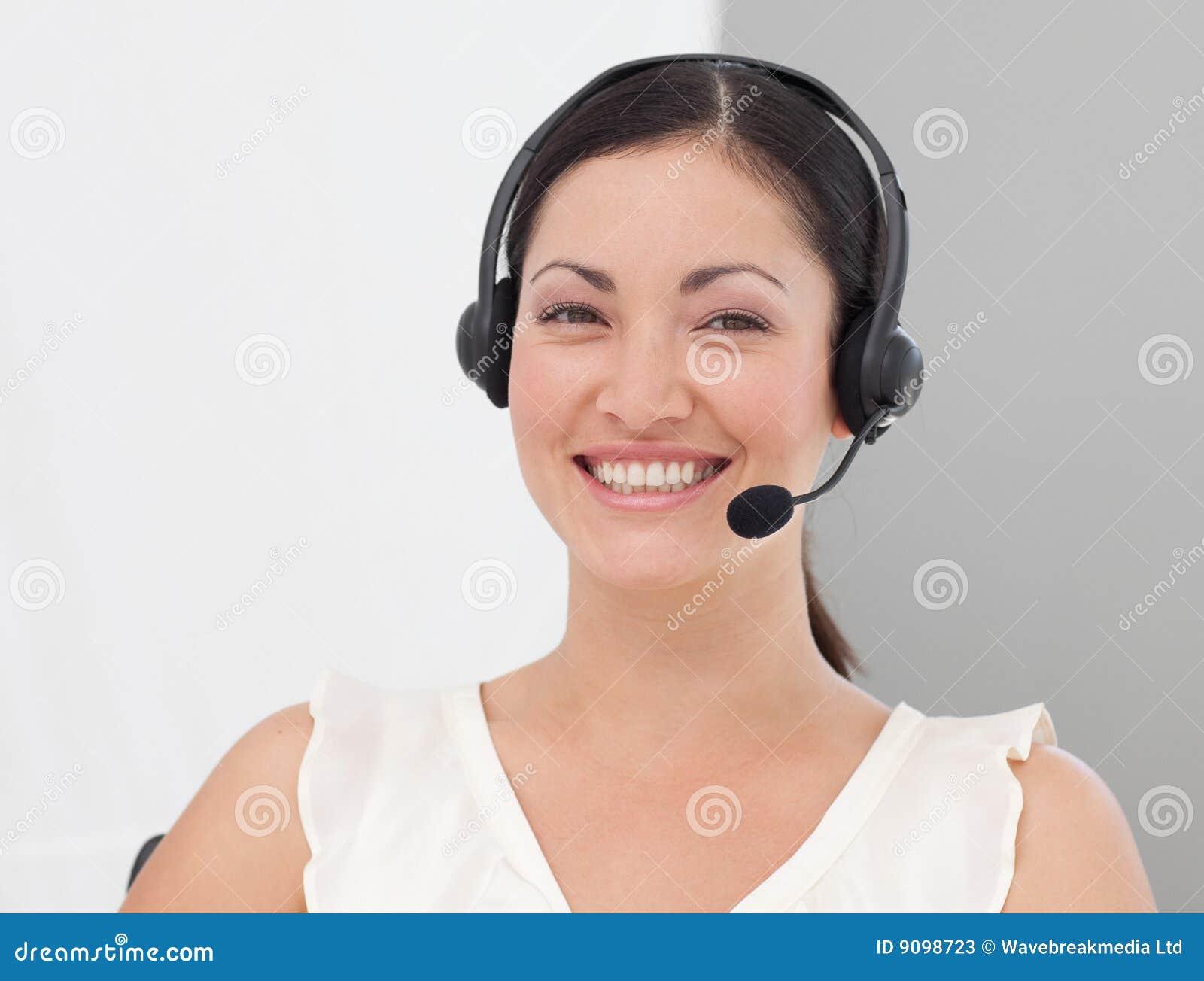 Geschäftsfrau mit Kopfhörer ein
