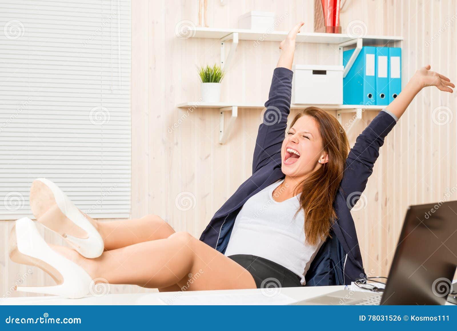 Geschäftsfrau sehr erfolgreich und glücklich