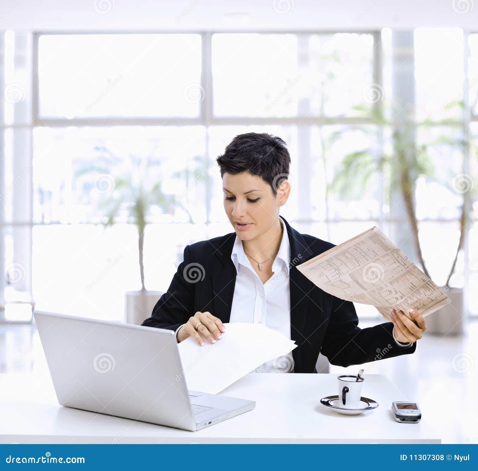 Geschäftsfraulesezeitung