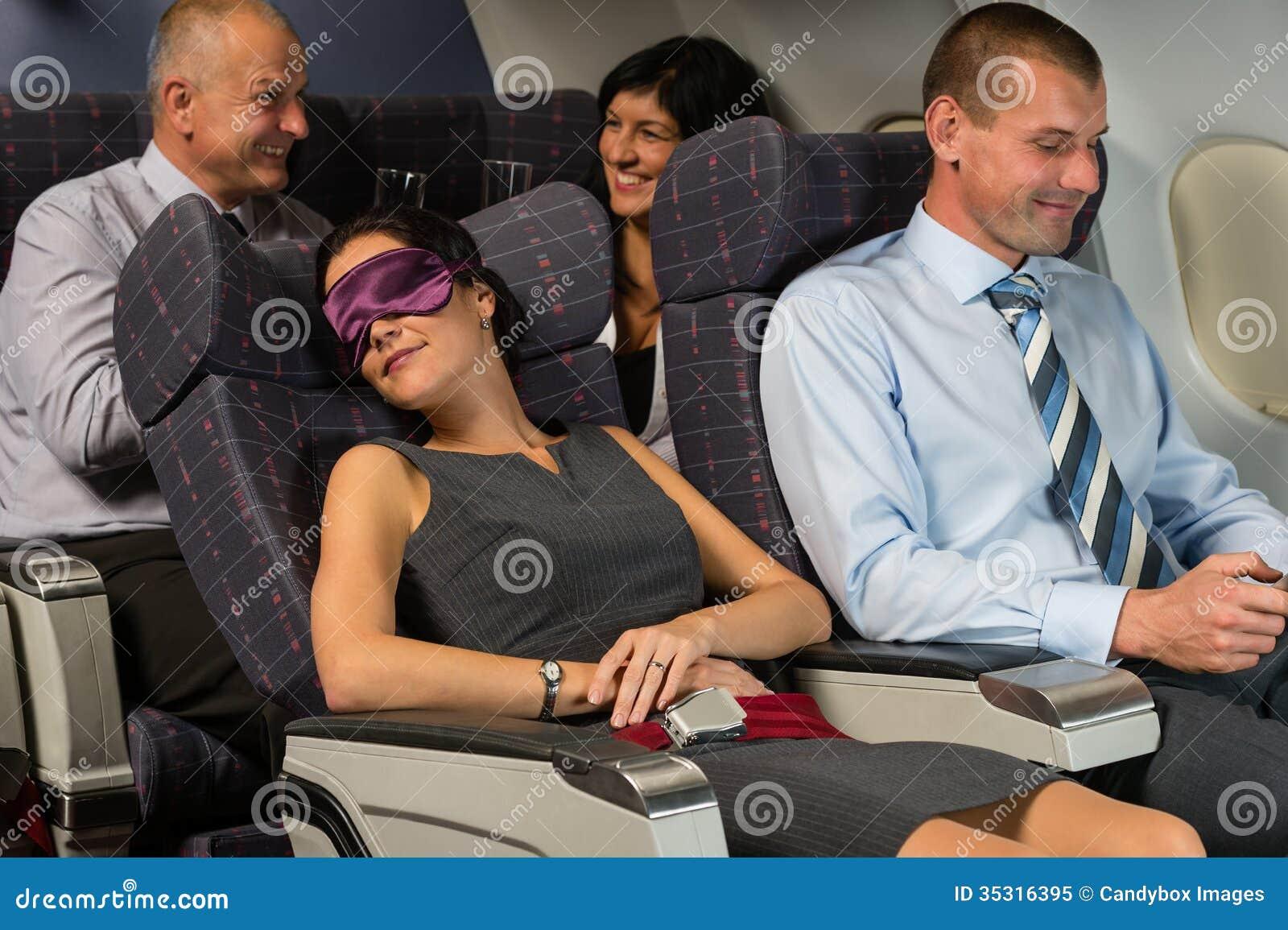 Geschäftsfrauschlaf während der Flugflugzeugkabine