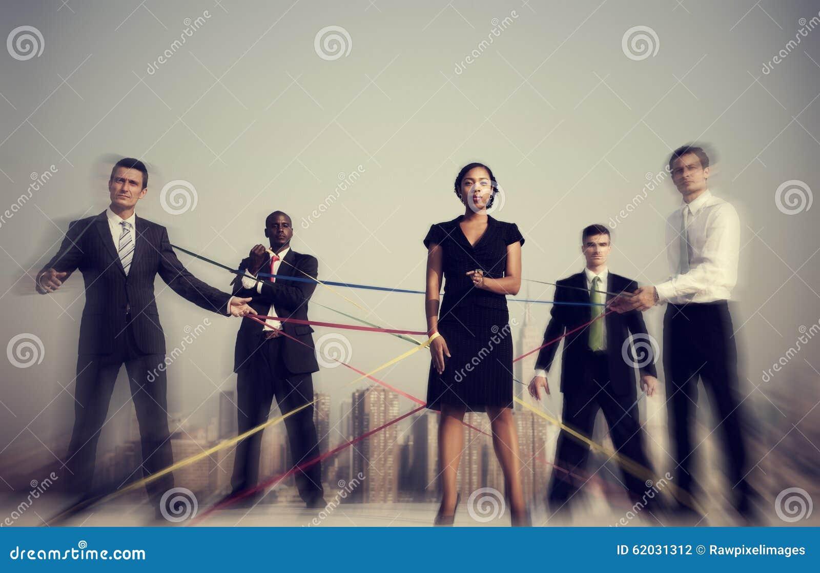 Geschäftsleute angeschlossen durch Schnur-Konzept