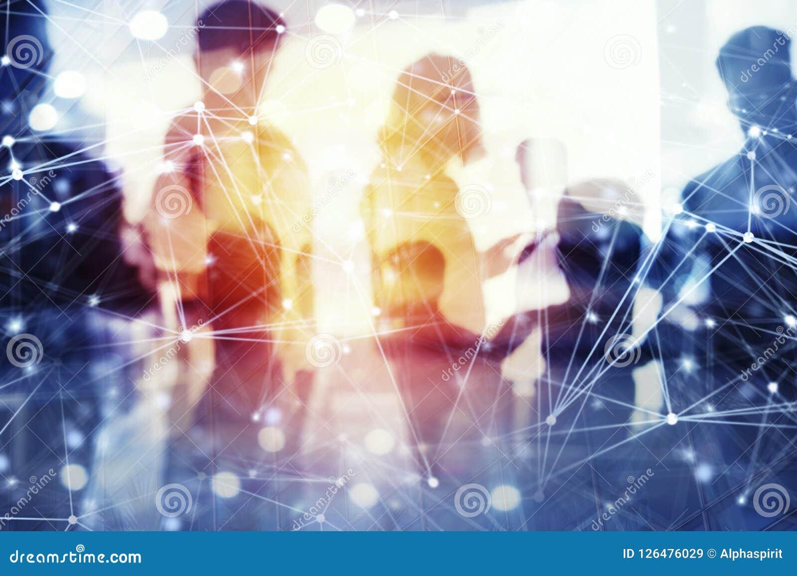 Geschäftsleute arbeiten im Büro mit Internet-Effekten zusammen Konzept der Teamwork und der Partnerschaft doppeltes