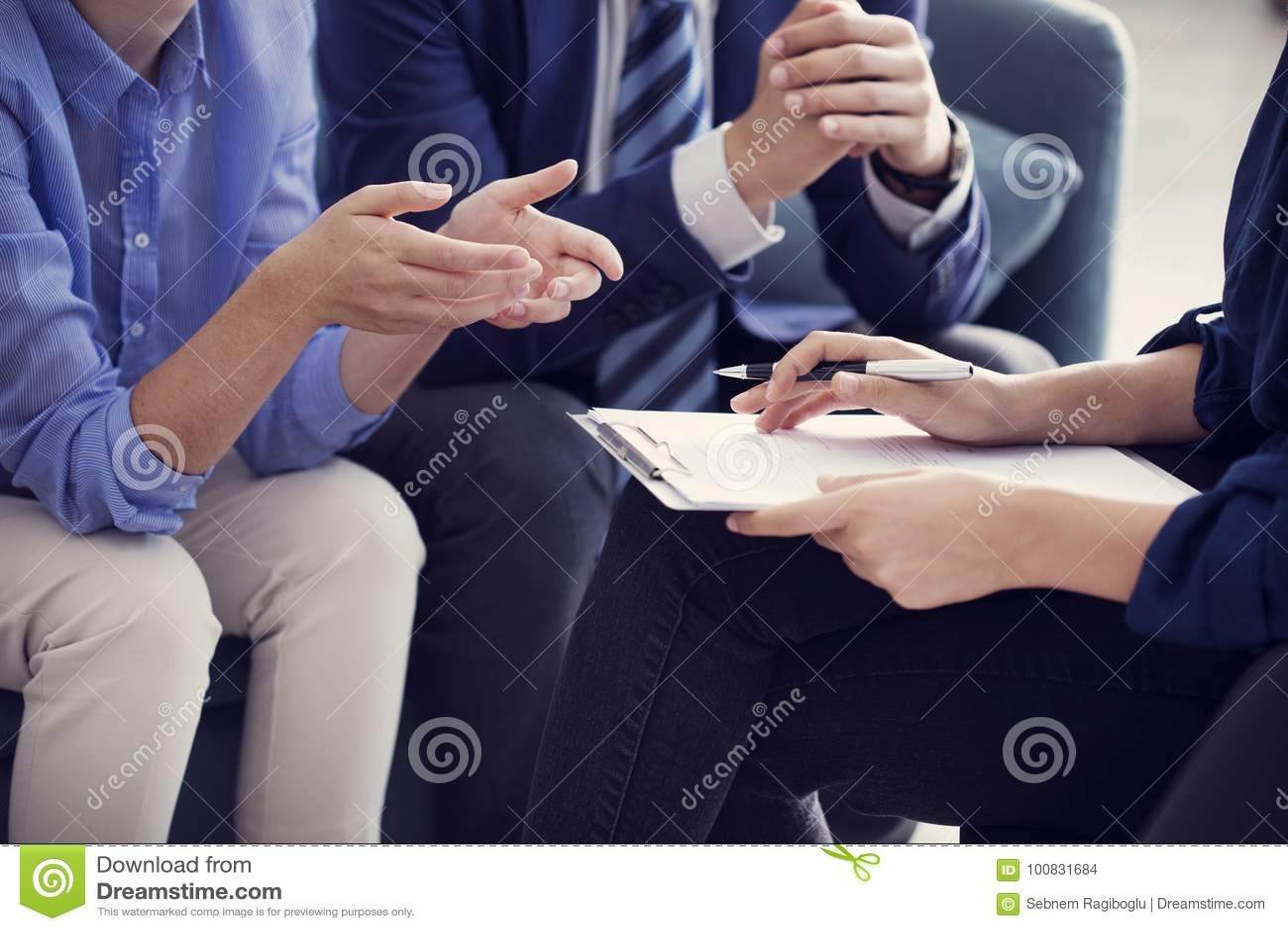 Geschäftsleute Diskussionsberaterarbeitskonzept