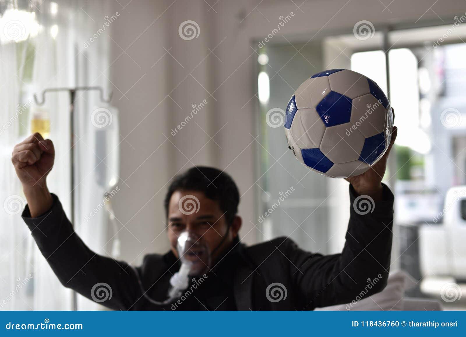Geschäftsmänner haben noch einen Beifall für Fußball