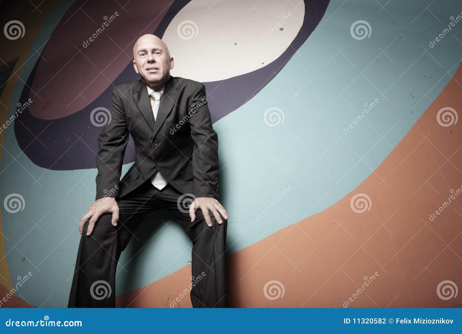 Geschäftsmann auf abstrakten Farben