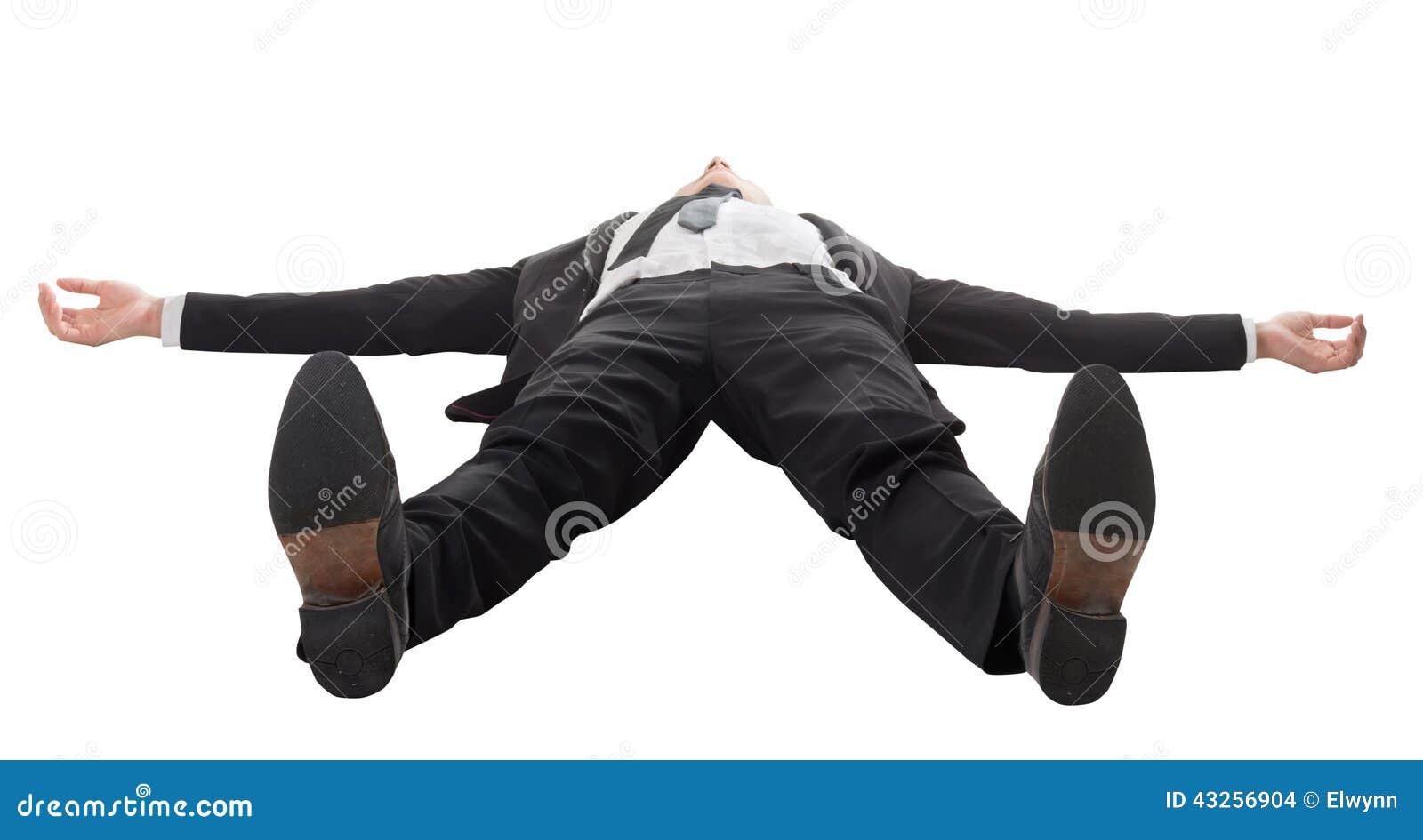 Geschäftsmann, der auf dem Boden liegt