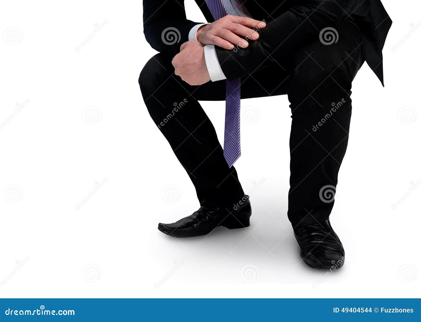 Download Geschäftsmann, Der Etwas Betrachtet Stockfoto - Bild von knie, unten: 49404544