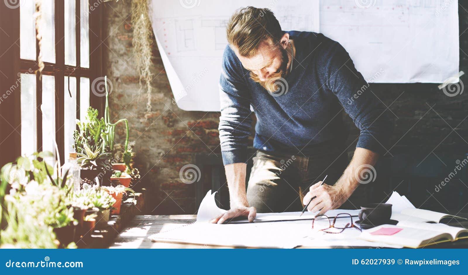 Geschäftsmann-Determine Ideas Working-Plan-Konzept