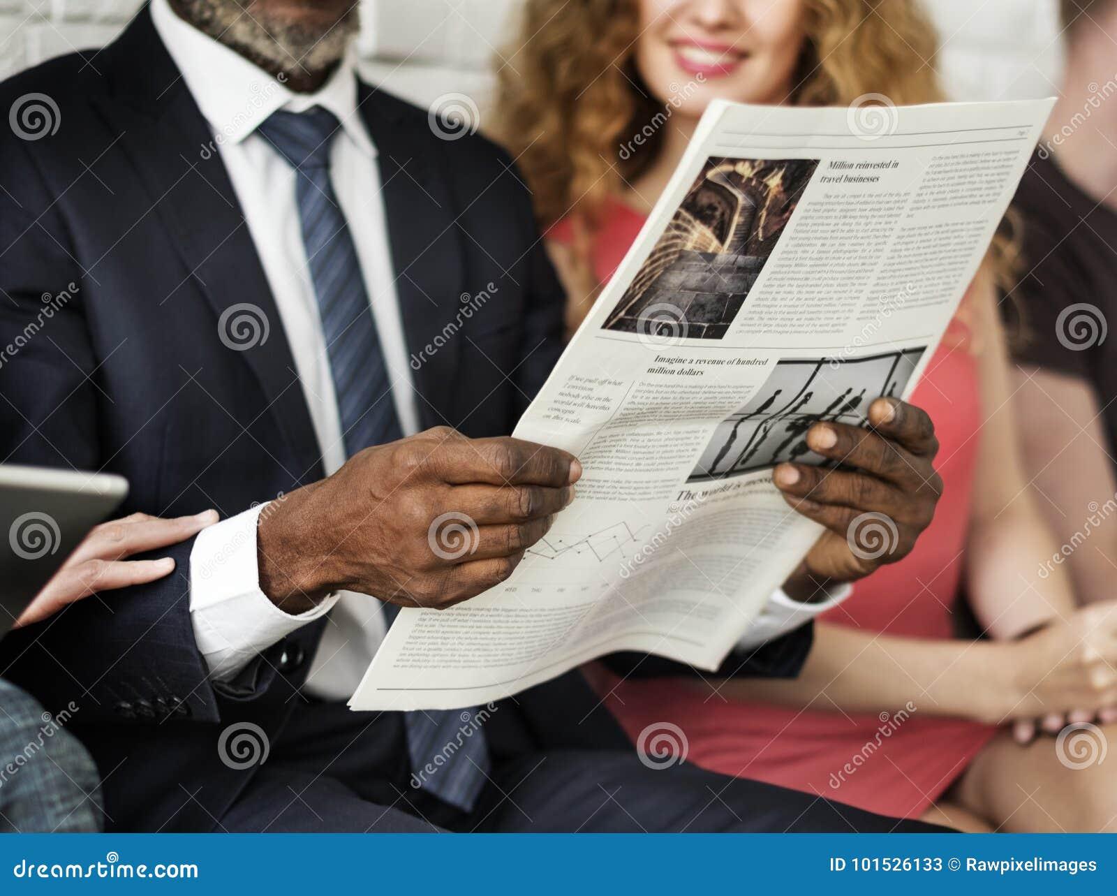 Geschäftsmann-Lesezeitungs-Konzept