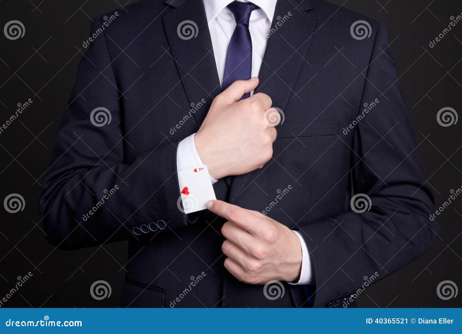 Geschäftsmann mit der Askarte versteckt unter Ärmel