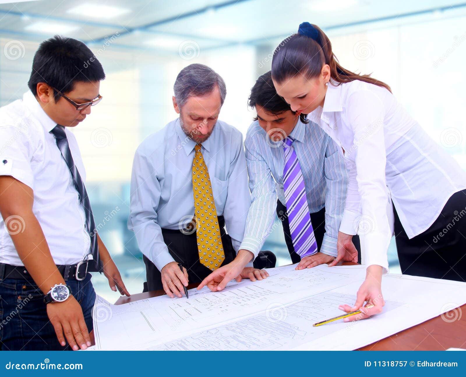 Geschäftsmann- und Frauenarbeiten