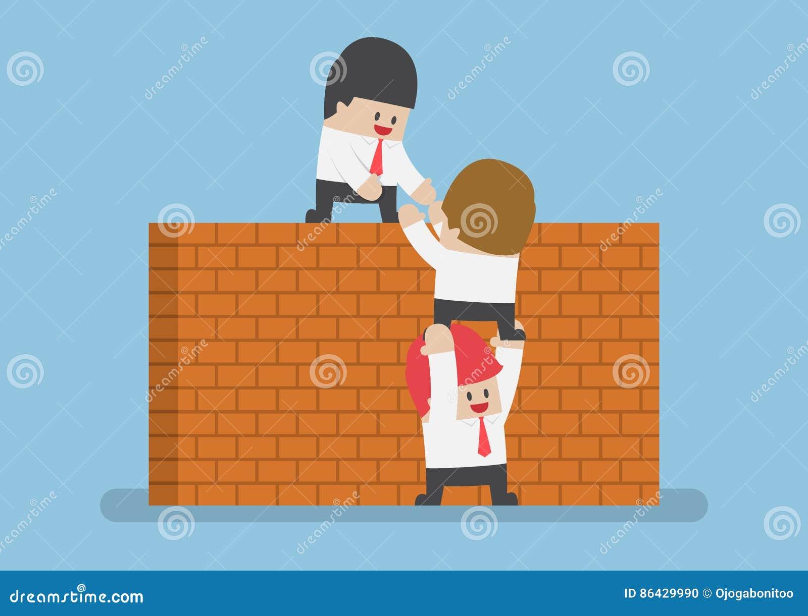 Geschäftsmannhilfe sein Freund, zum der Backsteinmauer zu kreuzen