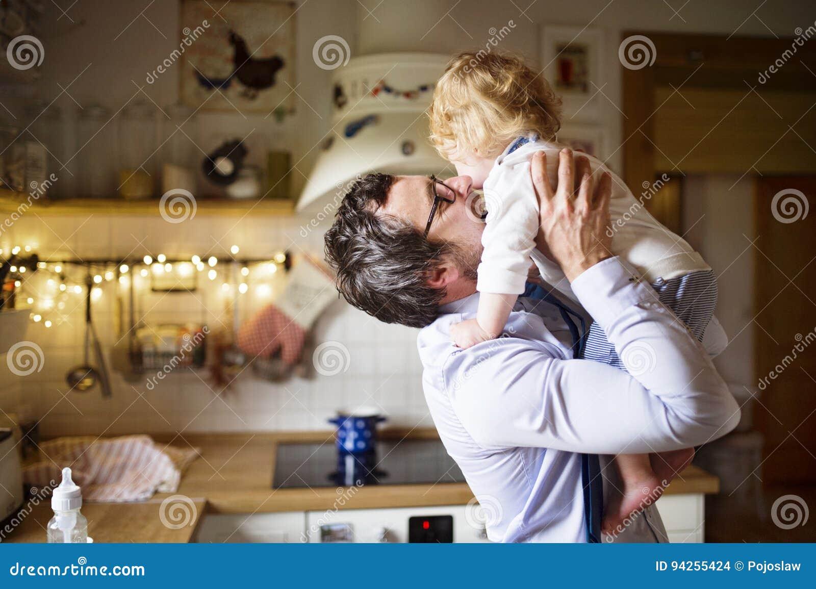 küssen auf der arbeit