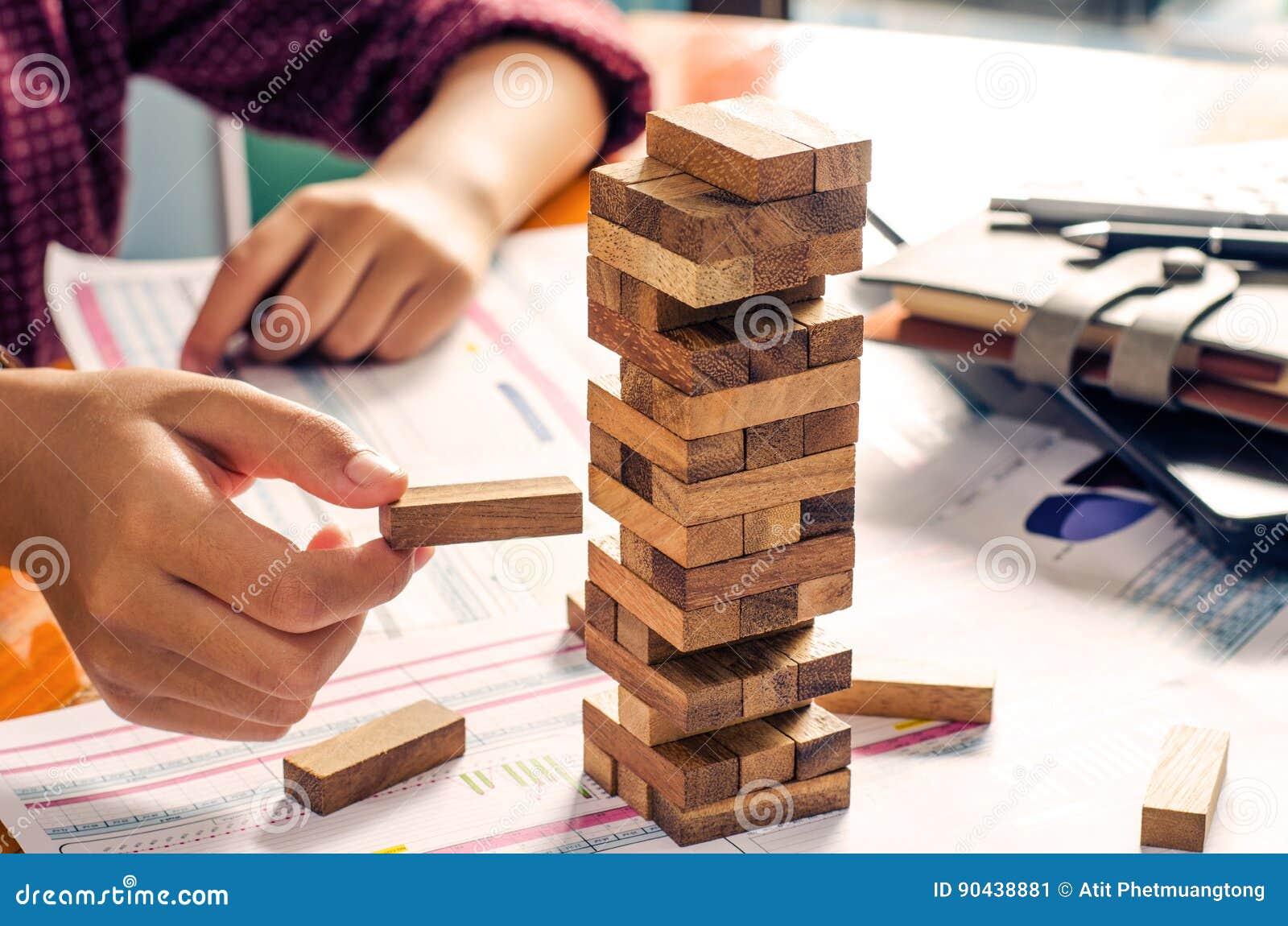 Geschäftsrisiken im Geschäft Erfordert Planung Meditation muss beim Entscheiden achtgeben, das Risiko im Geschäft zu verringern