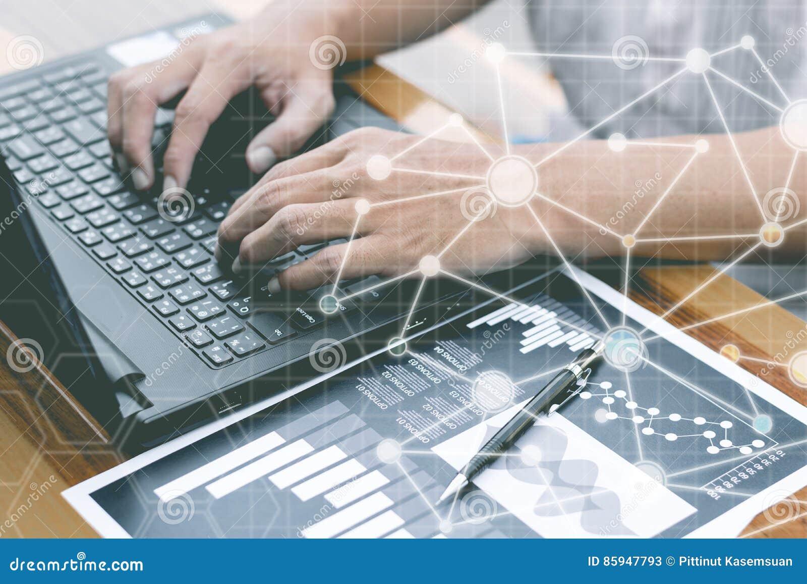 Geschäftstechnologiekonzept, Geschäftsleute Hände verwenden intelligentes Phon